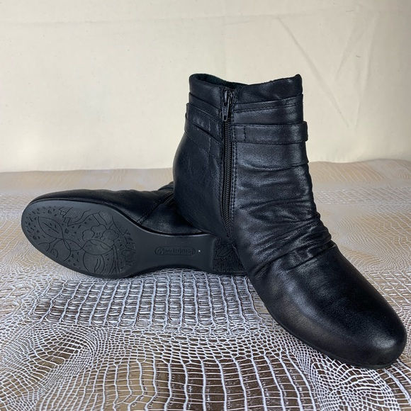 BareTraps Shoes - 💫Bare Traps | black Tea Wedge Bootie.